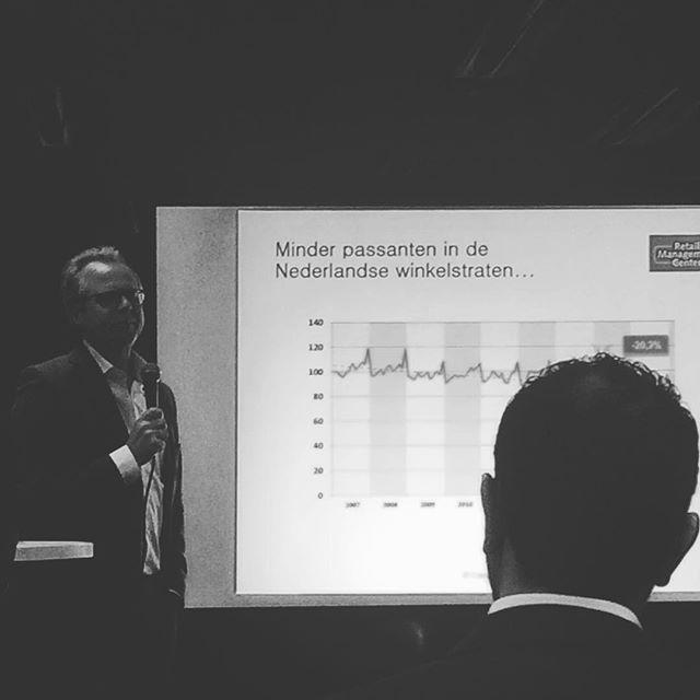 RMC presentatie over #bezoekersaantallen in de #winkelstraten van #rotterdam #retail #winkelstraat #winkelstraatnl #citytraffic #metenisweten #nietlullenmaarpoetsen