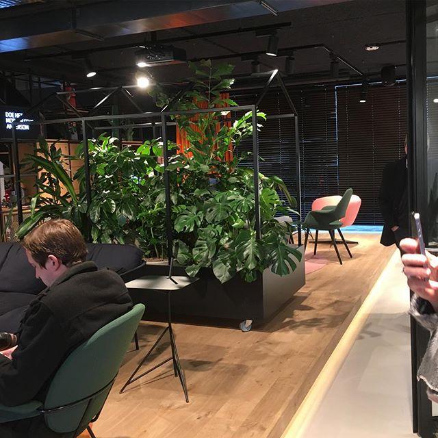 Wachtlounge in nieuw ING kantoor in #amstelveen #huiskamer #hotellounge #zoku #rondjeretail