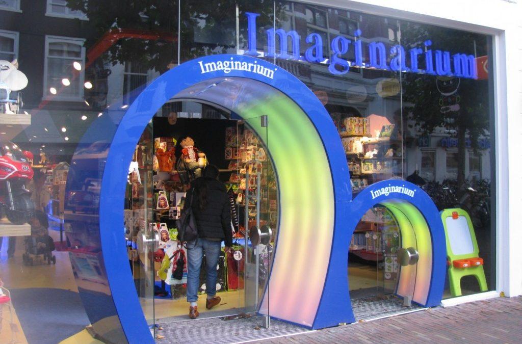 Ook voor de allerkleinste is deze speelgoedwinkel bereikbaar, Haarlem