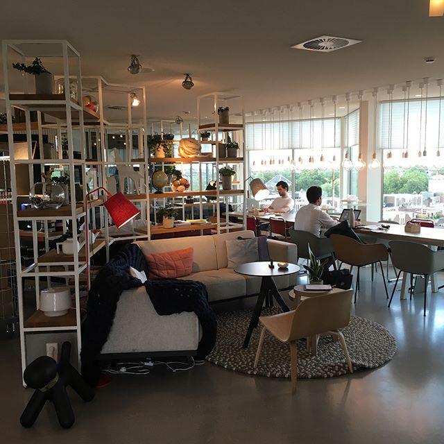 Zoku hotel Amsterdam: #hospitality ten top, ontspannen #hotellobby en prachtig uitzicht!