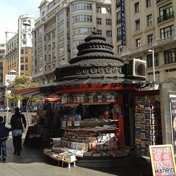 Lekker kiosken op straat. En dan mooie art deco daken.