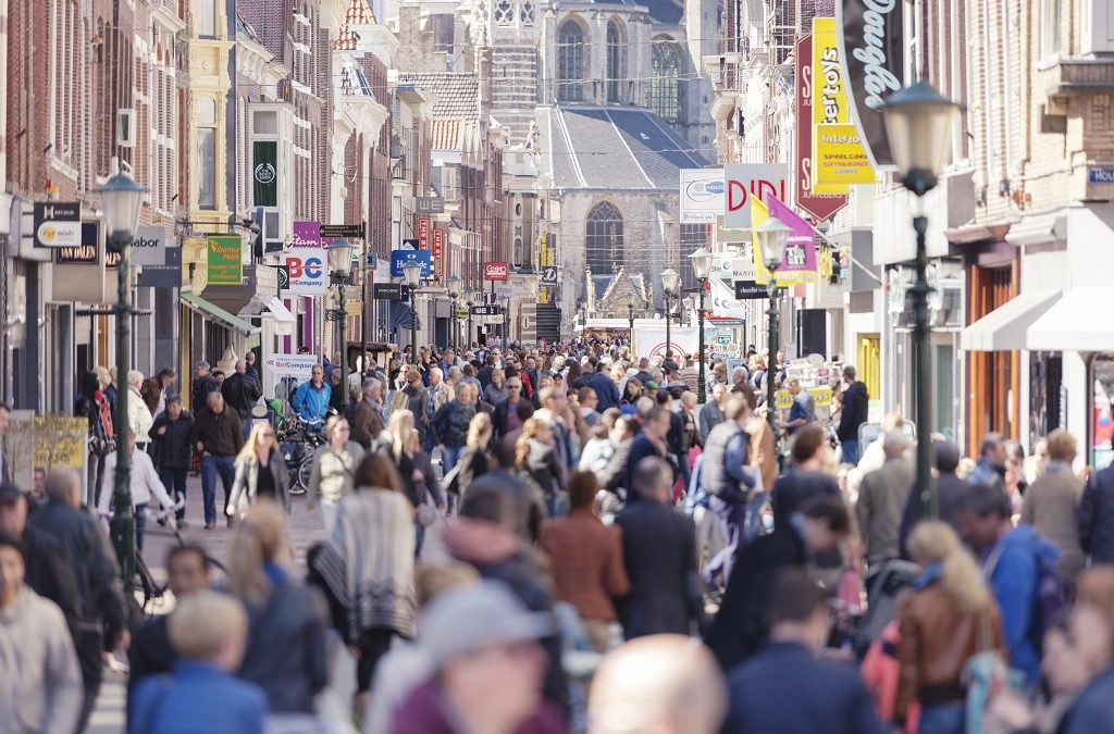 Eerste warme week zorgt voor topdrukte winkelstraten